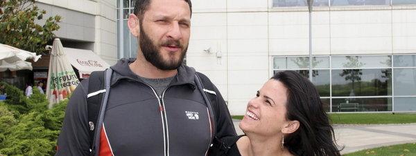 La pareja estadounidense Sarah y Fletcher Sievers se ha sometido a un tratamiento de fecundación in vitro en el hospital Anadolu de la capital turca EFE / Ilya U. Topper
