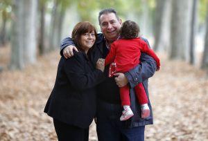 Elsa y Juan con su hija Cayetana. / Samuel Sánchez