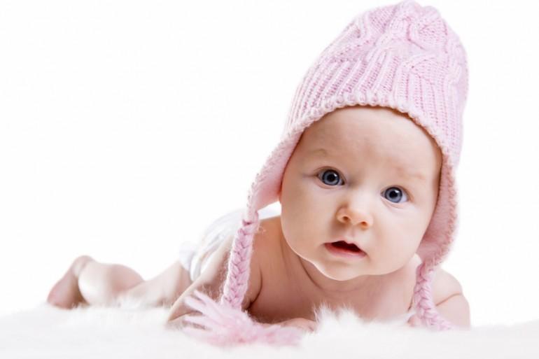 Los bebés aprenden más cuando algo los sorprende