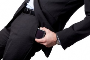 Cargar el celular en el bolsillo podría influir en la fertilidad masculina