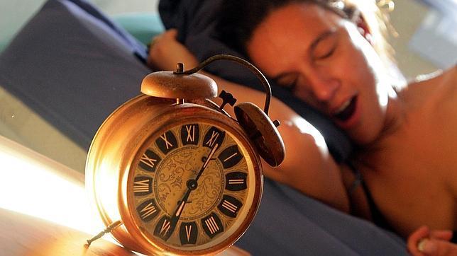 El sonido de un reloj puede acelerar la actitud de una mujer en el calendario reproductivo