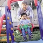 Aumenta número de hombres que es padre después de los 40 años en Chile