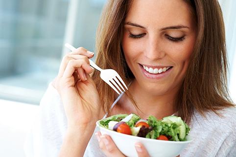 Comer frutas y verduras puede aumentar la fertilidad; hombres no toman consejos