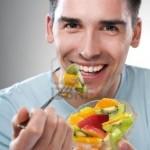 Para los hombres, comer más frutas y verduras mejora la función de los espermatozoides